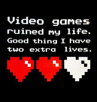 """Obrázek 2 produktu Pánské tričko """"Videohry mi zničily život, naštěstí mám ještě dva životy."""""""